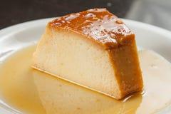 Skivan av mjölkar pudding Arkivbild