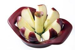 skivat äpple som kärnas ur Royaltyfri Fotografi