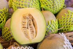 Skivat av melon fotografering för bildbyråer