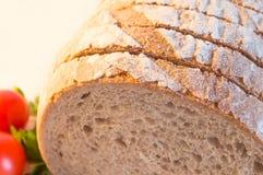 Skivat bröd med tomater Arkivfoto