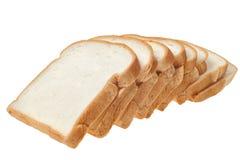 Skivat bröd som isoleras på vit bakgrund Arkivbild