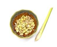 Skivat citrongräs i kopp- och citrongräs Fotografering för Bildbyråer