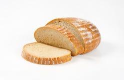 Skivat kontinentalt bröd arkivfoton