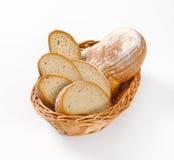 Skivat kontinentalt bröd royaltyfri bild