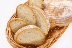 Skivat kontinentalt bröd royaltyfri foto