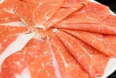 Skivat nötkött för Shabu Shabu Sukiyaki arkivbilder