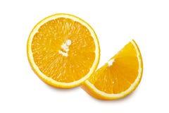 Skivor av apelsinen som isoleras på vit bakgrund Snabb bana Skivor av apelsinen som isoleras på vit bakgrund Snabb bana Royaltyfri Foto