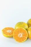 Skivor av apelsinen, tangerinfrukt arkivbilder