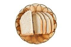Skivor av bröd i korg Royaltyfri Bild