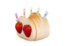 Skivor av bröd och jordgubbar Royaltyfria Bilder