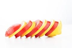 Skivor av citronen och tomaten Royaltyfri Fotografi