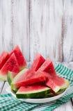 Skivor av den saftiga och smakliga vattenmelon Arkivfoton
