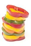 Skivor av färgade peppar i en bunt Royaltyfri Bild