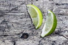 Skivor av limefrukt Arkivfoton