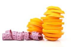 Skivor av orangen och räkneverket Royaltyfri Fotografi