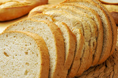 Skivor av pannan de payes, ett runt bröd som är typisk av Catalonia, Spai Royaltyfria Foton