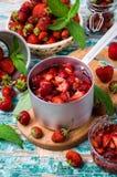 Skivor av röda jordgubbar Arkivfoto
