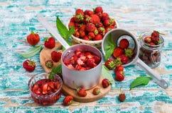 Skivor av röda jordgubbar Arkivbild