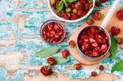 Skivor av röda jordgubbar Arkivbilder