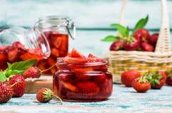 Skivor av röda jordgubbar Royaltyfri Bild