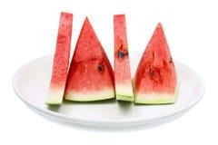Skivor av vattenmelon på plattan Arkivbild