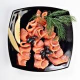 skivor för lax för svart platta rimmade Royaltyfri Foto