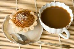 skivor för platta för morgon för gaffel för efterrätt för kopp för brödsmörCherry skedar österut avlägsna teawhite Royaltyfri Fotografi