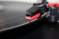 skivspelarenålarm på roterande diskettbakgrund för vinyl med kopieringsutrymme Arkivbilder
