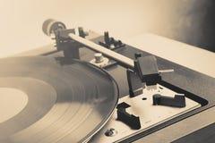 skivtallrik för tappningmusikspelare med lp Arkivbilder
