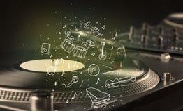 Skivtallrik som spelar klassisk musik med symbol drog instrument Arkivfoto