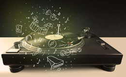 Skivtallrik som spelar klassisk musik med symbol drog instrument Royaltyfria Foton