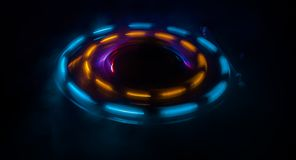 Skivtallriken som spelar vinyl med glödande abstrakt begrepp, fodrar begrepp på mörk bakgrund Royaltyfri Fotografi