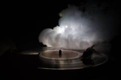 Skivtallrikvinylskivspelare Retro ljudutrustning för diskjockey Solid teknologi för att discjockeyn ska blanda & som spelar musik Royaltyfria Foton