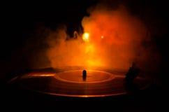 Skivtallrikvinylskivspelare Retro ljudutrustning för diskjockey Solid teknologi för att discjockeyn ska blanda & som spelar musik Royaltyfri Fotografi