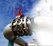 Skizze des Rohrleitungsentwurfs mischte mit Fotos der industriellen Ausrüstung Lizenzfreies Stockbild