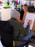 Skizzekünstler zeichnet Gesicht des Jungen Stockfotos