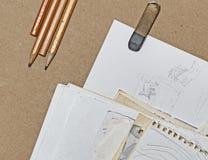 Skizzen, Bleistifte und Radiergummi Lizenzfreies Stockbild