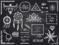 Skizzen-Elementsatz der Tafel Hand gezeichneter in boho Art, in der Hippie, in der indie Art, im Traumfänger, in der Halskette un lizenzfreie abbildung
