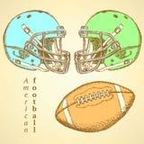 Skizzensturzhelm und Ball des amerikanischen Fußballs Lizenzfreies Stockfoto