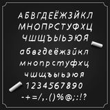 Skizzieren Sie kyrillischen Guss, Brett mit einem Satz Symbolen, Alphabet und Zahlen, Vektorillustration, Lizenzfreies Stockfoto