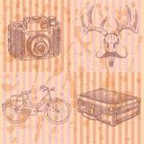 Skizzieren Sie Rotwild mit Schnurrbart-, suitecase-, Fahrrad- und Fotokamera, Lizenzfreie Stockfotografie