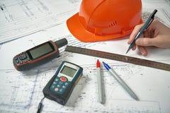 Skizzierendes Bauvorhaben des Architektenarbeitsplatzes stockfoto