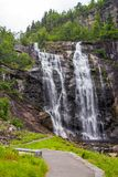 Skjervsfossen瀑布在霍达兰,挪威 图库摄影