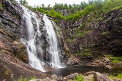 Skjervsfossen瀑布在霍达兰,挪威 免版税库存照片