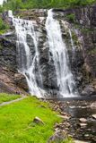 Skjervsfossen瀑布在霍达兰,挪威 库存图片