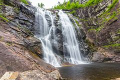 Skjervsfossen瀑布在霍达兰,挪威 免版税图库摄影