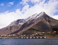Skjolden巡航Sognefjord的, Norwa口岸村庄 免版税图库摄影