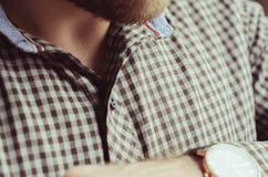 Skjorta jeans, mänsklig handbakgrund arkivfoton