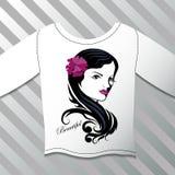 Skjorta med en grafisk härlig flicka Royaltyfri Fotografi