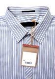 Skjorta med prislappen royaltyfria bilder